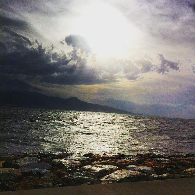 【njeren】さんのInstagramをピンしています。 《#sunset #sea #seaside #clouds #sun #空 #sky #하늘 #イズミル #雲 #夕暮れ #夕焼け #海 #景色 #view》