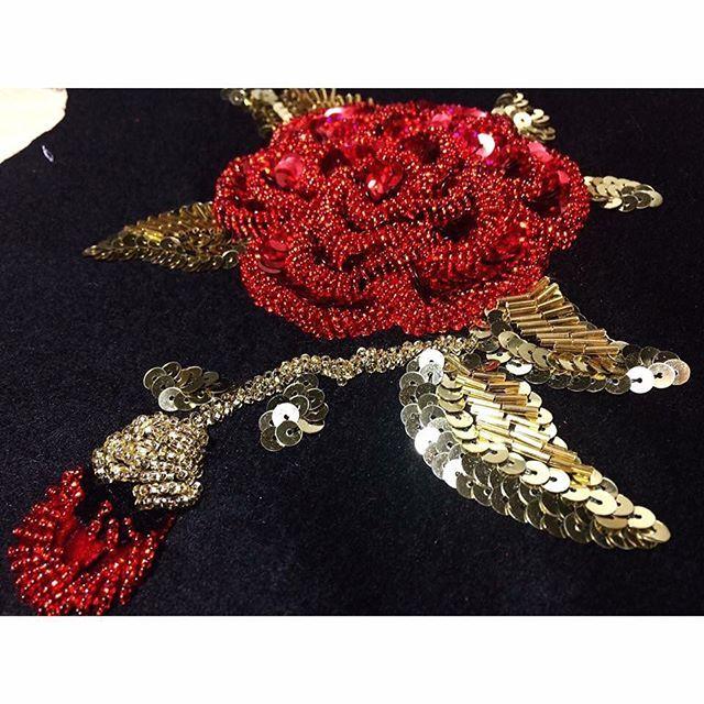Вышивка роз..на плательной шерсти D&G.. По мотивам коллекции Dolce&Gabbana FW 2015-16... На фото фрагмент вышивки на рукаве..