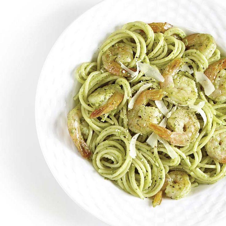 Salade de pâtes tiède au pesto d'asperges et aux crevettes