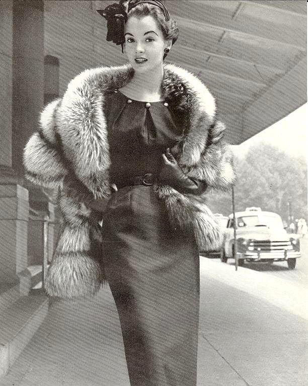 Elegant Day Dress Worn With A Silver Fox Stole 1953 In 2020 Fox Stole Vintage Fur Retro Fashion