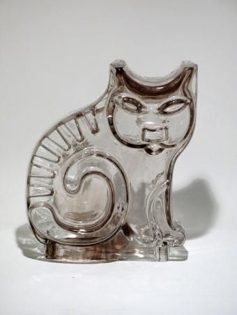 "Kissa (Cat) by Helena Tynell - Manufactured by Riihimäen Lasi - Designed in 1970 (In production1970-1972) - Still mould blown glass. Belongs to ""Noakin Arkki"" (Noah's Ark) series."