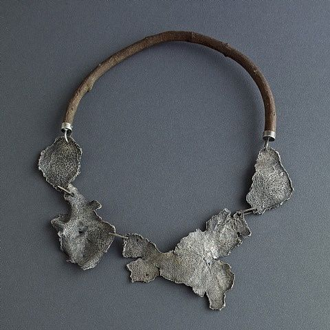 Necklace | Giuseppe Gallo.  Sterling silver and boxwood: