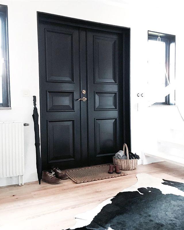 Pretty in black | hallway doors