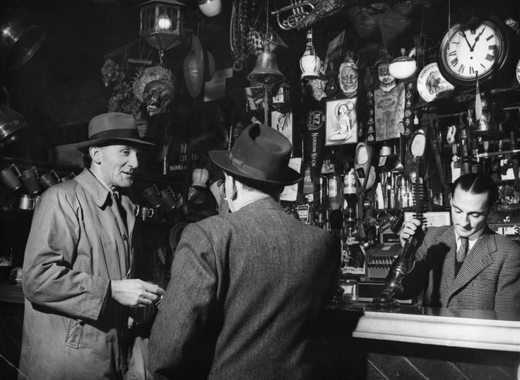 25 Interesting Vintage Photographs Show London Pubs Through the Years