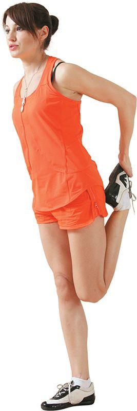Упражнение 7. Растягиваем переднюю поверхность бедра  Исходное положение  Стоим прямо. Ступни – вместе.  Заводим правую ногу назад, согнув в колене. Правой рукой берем ногу за носок.  Ступню правой (растягиваемой) ноги стараемся прижать его к ягодицам. Этого вы сделать не сможете, но потянитесь «на отличненько»! При этом колено растягиваемой ноги назад не уводим. Оно должно находиться в одной вертикальной плоскости с коленом опорной ноги. Тянем 9 секунд и меняем ногу!
