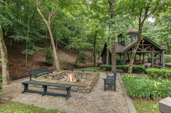 Miranda Lambert Reportedly Buys $3.4 Million Nashville Compound (PHOTO | Country Rebel Clothing Co.