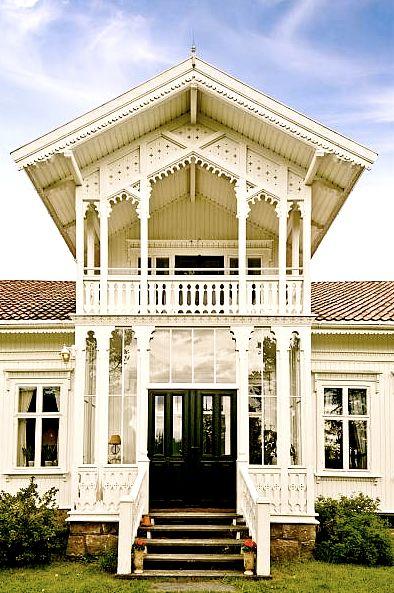 Wow!! Fant dette huset på finn.no. Og må si det fant veien rett inn i hjertet mitt. Har alltid drømt om å bo i et kråkeslott av et hus, m...