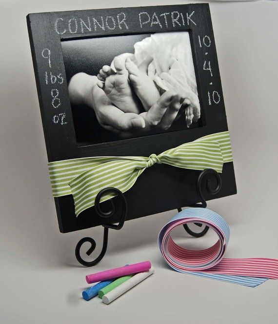 newborn baby gift~ Looks fairly easy to make with frame and chalkboard.
