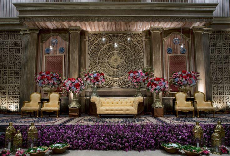 #mawarprada #dekorasi #pernikahan #pelaminan #wedding #decoration #romantic #elegant #melayu #jakarta more info: T.0817 015 0406 E. info@mawarprada.com www.mawarprada.com