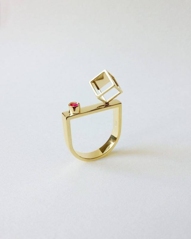 CUBE RING. Geometric Obsession Jewelry Collection #oro #gold #rubies #ruby #anello #architecturaljewelry #finejewelry #ring #rubino #gioielli #jewels #jewel #jewelry SHOP www.danielacoppolino.com