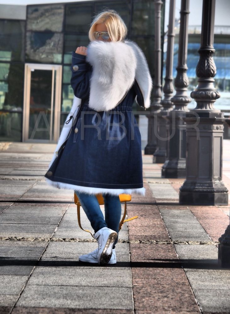 Парка джинсовая с отворотом, мех белый