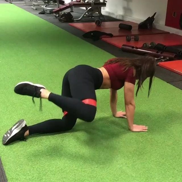 ❇️HIP DIP RESISTANCE BAND WORKOUT Hip dips are something we all have. Some s…