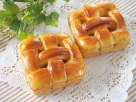四角いオレンジカスタードの編みパン♪