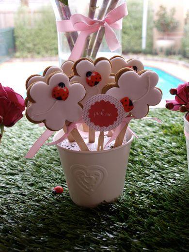 Ladybug cookies... cute! #ladybugs #cookies