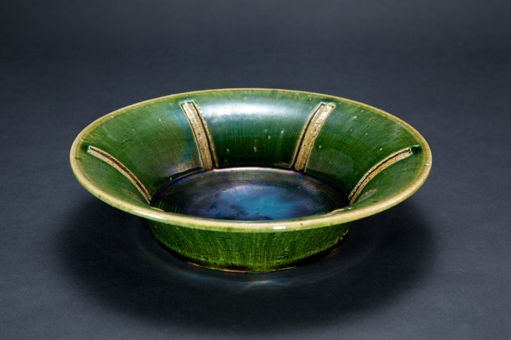 織部刻文反鉢 Bowl with engraved, Oribe type	2012