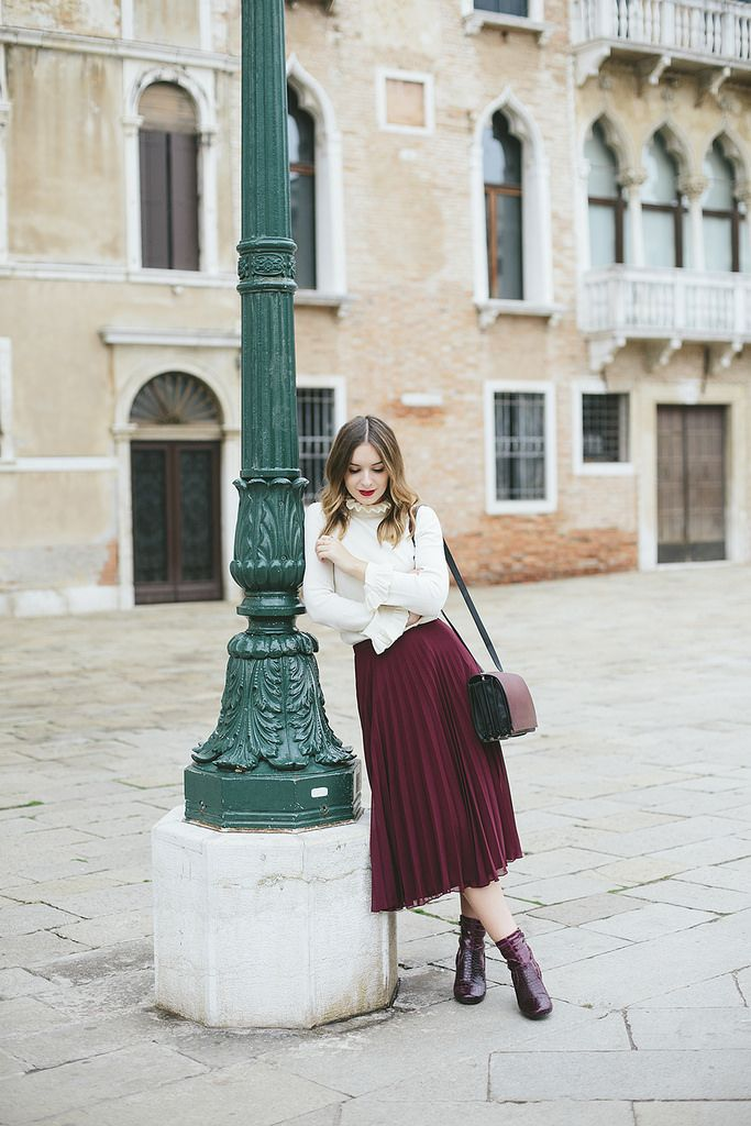 Olivia Purvis has totally captured her femininity in this gorgeous pleated skirt, in a perfectly seasonal shade of plum. Wearing this piece with a collared blouse, Olivia has created an original and authentic fall style! Top: & Other Stories, Skirt:...