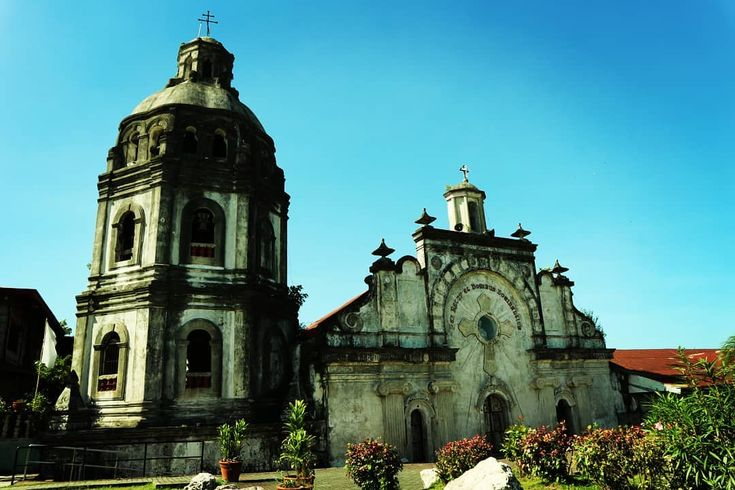 Buried halfway with volcanic ashes when Mount Pinatubo erupted in 1991 the San Guillermo Church still stands and used today. The church built in 1576 is located in Bacolor Pampanga. Too bad we couldn't go in during our tour because it's closed due to ongoing renovation.