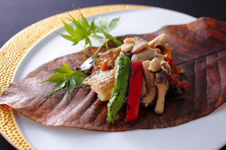 ■ 魚料理 <季節の魚介和風皿>・太刀魚の朴葉焼き