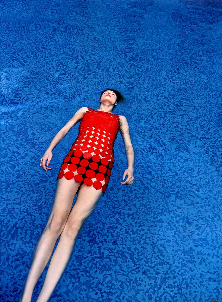 blue/redBlue Fashion Photography, Vogue Germany, Chillbeauti Beach, Enrique Badulescu, Raquel Zimmermann, Beautiful Beach, Red Fashion Photography, Fashion Editorial, October 2001