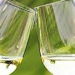 WereldWijnOnline biedt vele soorten witte wijnen online. Hier vindt u onze brede waaier van onze witte wijnen uit de hele wereld. Kopen Nu! We zijn trots op ons prachtig assortiment dat zo breed mogelijk opgezet is. Bijna uit alle werelddelen hebben we schitterende wijnen in ons aanbod.