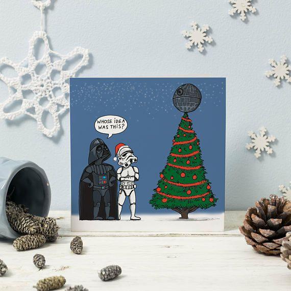 Een Humoristische Geillustreerde Kerstkaart Alle Originele Kunstwerken Van Illustrator En Ontwerp Cartoon Christmas Cards Star Wars Christmas Funny Xmas Cards