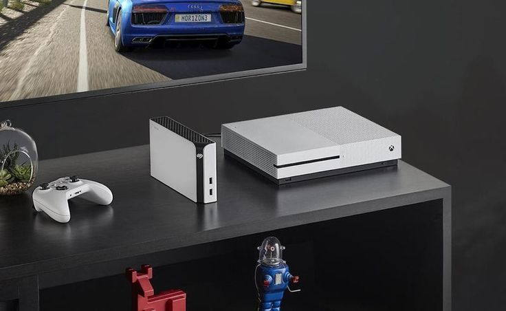 The drive offers 8TB of storage space, which is more than enough space for over 200 Xbox games to be stored. Two USB 3.0 ports on the front of the unit enables users to connect controllers for charging and other peripherals for connectivity purposes to your Xbox. The Seagate Xbox Game Drive Hub offers transfer speeds of up to 160MB, which enables users to backup their game collection in just a matter of minutes.