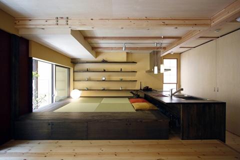 雰囲気がとてもいい。市松模様の畳もよい。キッチンとカウンターテーブルの高さが同じなのがまた良い。