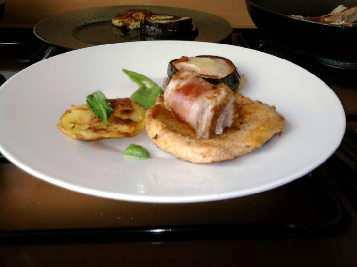 JHS   *** / 2 Petites variations de porc rôti en panure roulé, l'aubergine parmigiana, pomme de terre tarte et sauce au fenouil Gino D'Aquino