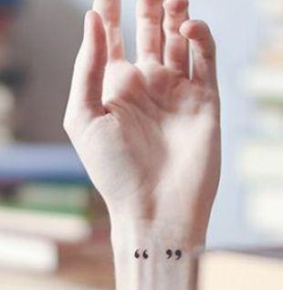 Mais de 20 ideias de tatuagens simples (mas lindas) para fazer no pulso