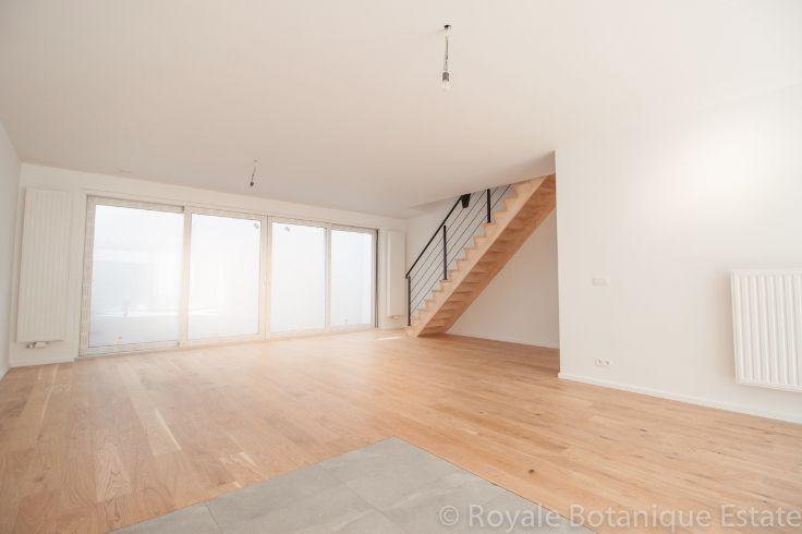 Te koop - Huis 3 slaapkamer(s)  - bewoonbare oppervlakte: 137 m2  - Rechtstreekse verkoop via eigenaar – geen vastgoedmakelaar Geweldig huis 1ste bezetting in een klein en helemaal gerenoveerd gebouw met 5 appartem  - wasplaats - dubbel glas 1 bad(en) -  1 douche(s) -  2 gevel(s) -   - oppervlakte kelder: 10 m2 - oppervlakte terras: 13 m2