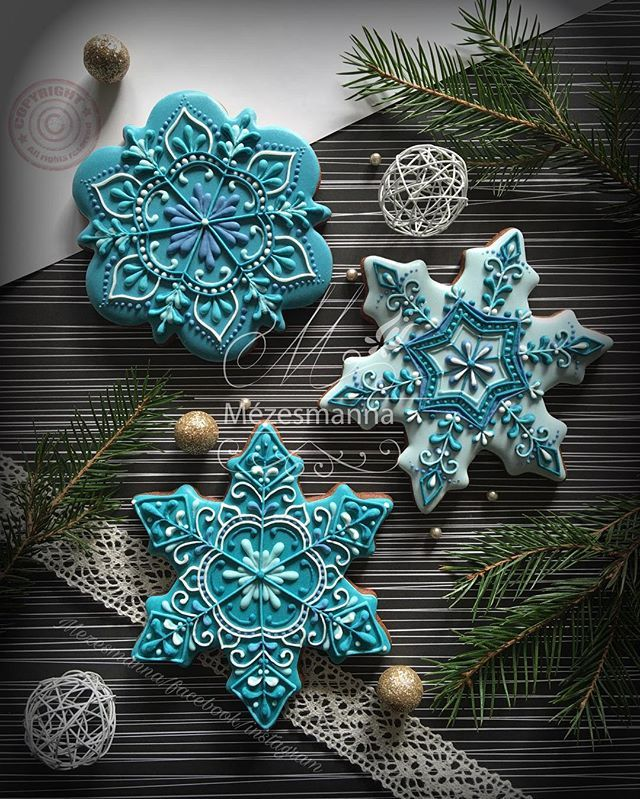 Christmas is coming. Gingerbread with royal icing. #royalicing #christmas #christmascookies #christmasiscoming #mezesmanna #icingcookies #blue #turquesa #snow #snowflake #gingerbread #instadaily #instaart #instagood #instagram #instagramers #iloveit #ilovechristmas