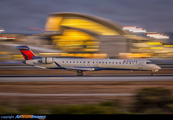 Delta Connection Bombardier CRJ-900 (CL-600-2D24) N816SK has the reversers deployed upon arrival at Los Angeles-International, August 2013. (Photo: Angelo Bufalino)