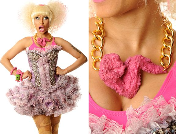 what the hell nicki? a pink chicken wing necklace... whyyy?