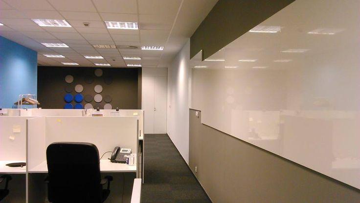 Realizacja. Panele Dots w biurze.