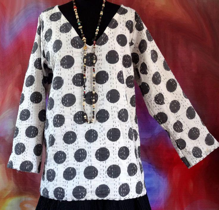 Pull tunique femme blanc à pois noirs en coton gaudri surpiqué main : Pulls, gilets par akkacreation