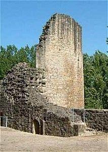 Parthenay, le chateau. - Jean 1° de Parthenay et sa 1° épouse Marguerite de Meslay ont pour enfants: *Isabeau de Parthenay, dame de Vibraye, de Montfort, d'Apremont, de Bonnetable, le Rotrou, née en 1295, morte en 1357. Elle épouse Jean IV d'Harcourt, comte d'Harcourt, vicomte de Chatellerault, en 1315, tué à Crécy le 26/8/1346.- *Jean II de Parthenay, décédé le 15/5/1330, qui épouse Béatrix de Craon le 1/5/1327, morte après 1382, fille d'Amaury III de Craon-Velle.