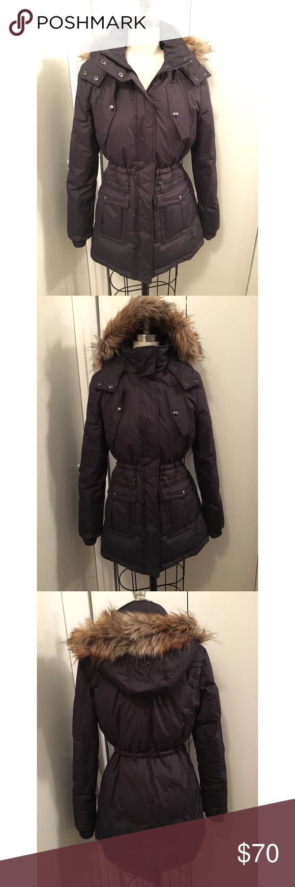 Sam Edelman Navy Puffer Parka Anorak Coat Jacket This Sam Edelman Parka anorak is Navy and in a size small. It fits like a small or slightly fitted medium. It's very flattering with the option to cinch the waist. It has 4 pockets, a zip off hood, and knit cuffs for extra warmth. It's been worn 2x at most and is in perfect condition. No trades. Thanks for stopping by! 🙋 Sam Edelman Jackets & Coats Puffers
