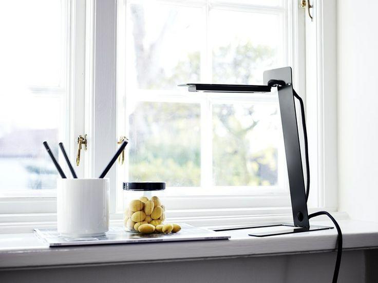 Benshee looks elegant and sleek in  its surroundings • Designed by Jannis Ellenberger #tablelamp #lamp #light #design #WOUDdesign