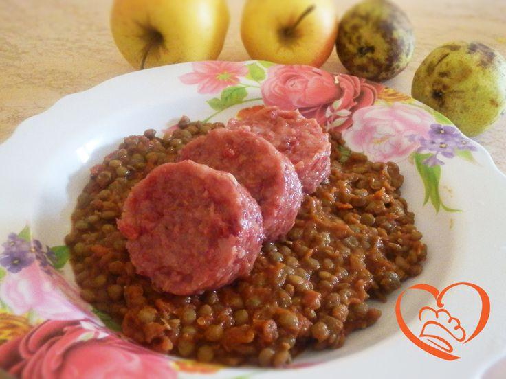 Cotechino con lenticchie http://www.cuocaperpassione.it/ricetta/89321f4c-9f72-6375-b10c-ff0000780917/Cotechino_con_lenticchie