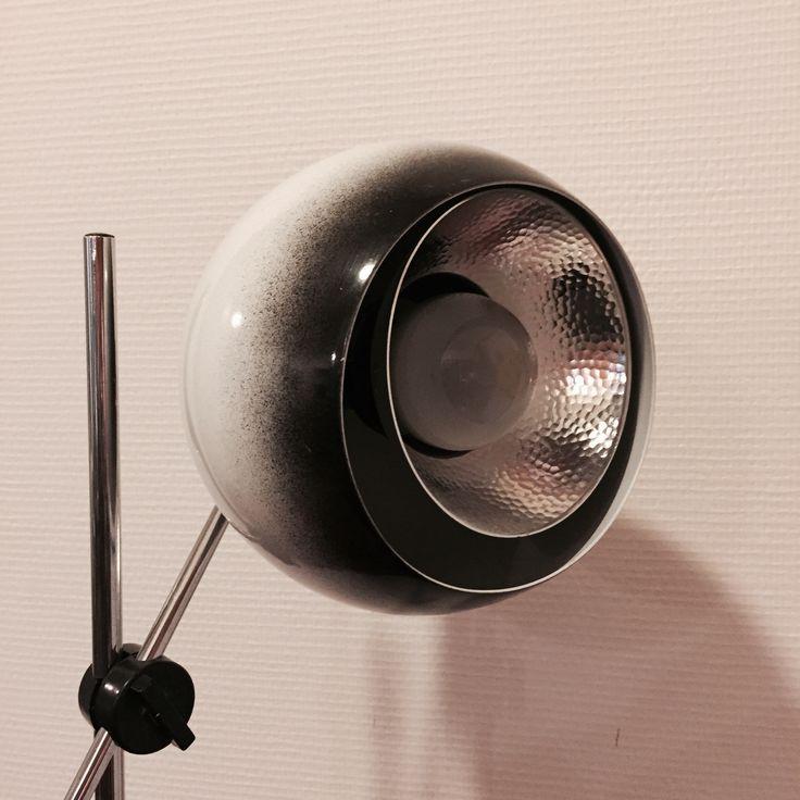 Stålampe fra 1968 i dansk design. Produsent: Frandsen Lightning. Egen eie