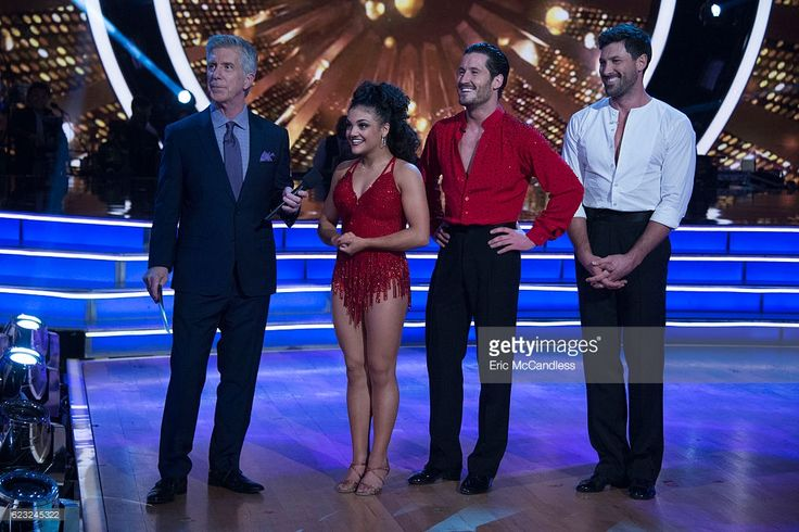 episode-2310-the-five-remaining-couples-advance-to-the-semifinals-in-picture-id623245322 (1024×683)