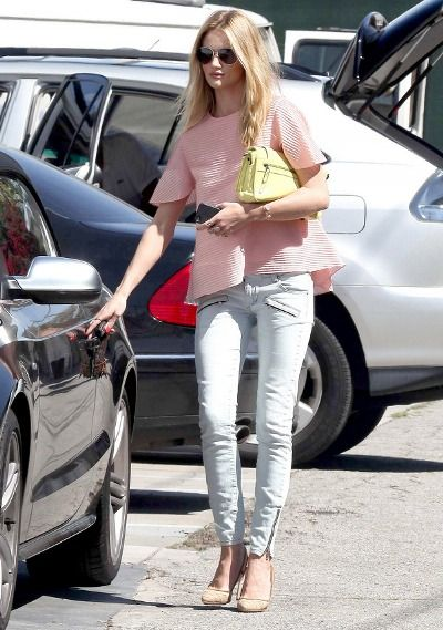 Rosie Huntington-Whiteley. Casual perfection