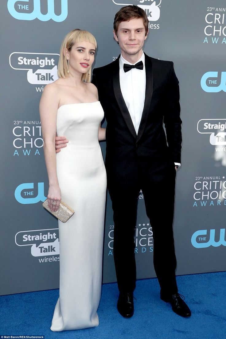 And another one: Emma Roberts and her boyfriend Evan Peters chose a similar color palette ...