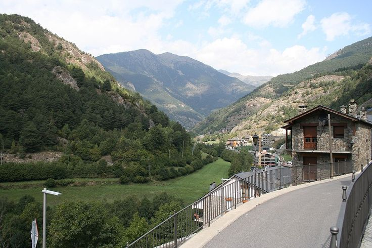オルディノ市街地 ◆アンドラ - Wikipedia http://ja.wikipedia.org/wiki/%E3%82%A2%E3%83%B3%E3%83%89%E3%83%A9 #Andorra #Ordino