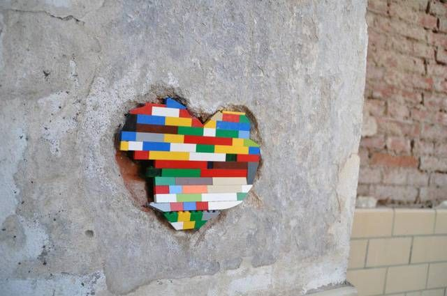 DISPATCHWORK - 'Fixing the World with LEGO Bricks' - Jan VORMANN, Bamberg, Germany - If you ♥ STREET ART & LEGO, come have a look at LEGO LOVE board  http://pinterest.com/mllealma/lego-love/ - I invite everyone who loves LEGO to pin on that board... especially the work of Jan VORMANN. - Source ( gif ): Marzena222