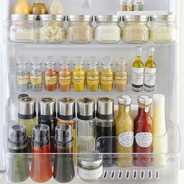 いつも使っている調味料類を詰め替えると、統一感があることで、いつものマンネリなキッチンがセンス良く変身します。密閉力も良く機能的で、デザインも文句なしの詰め替え容器をご紹介していきます。