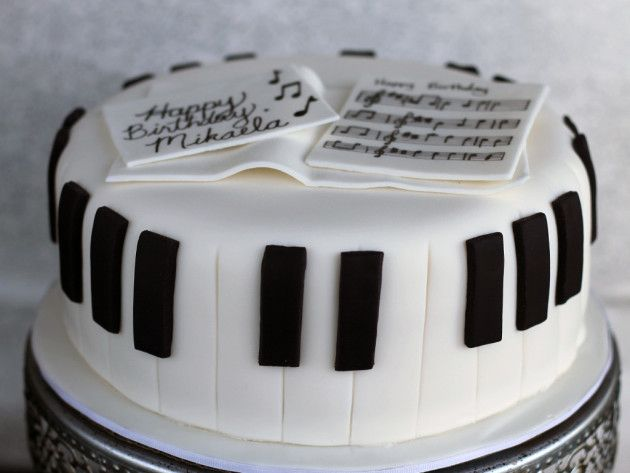 Fondant piano cake complete! Photo by Jennifer Melo