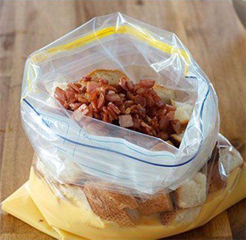 Ze+doet+oud+stokbrood,+eieren,+spek+&+kaas+in+een+plastic+zak.+Wat+ze+ermee+doet?+Wow,+dit+had+ik+echt+niet+verwacht!