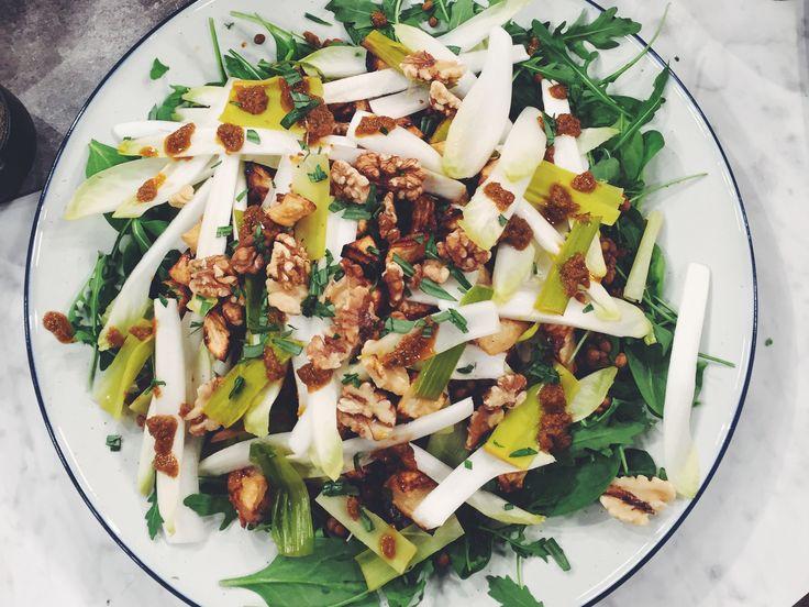 Linssallad med bakad rotselleri och dressing på soltorkade tomater | Recept från Köket.se