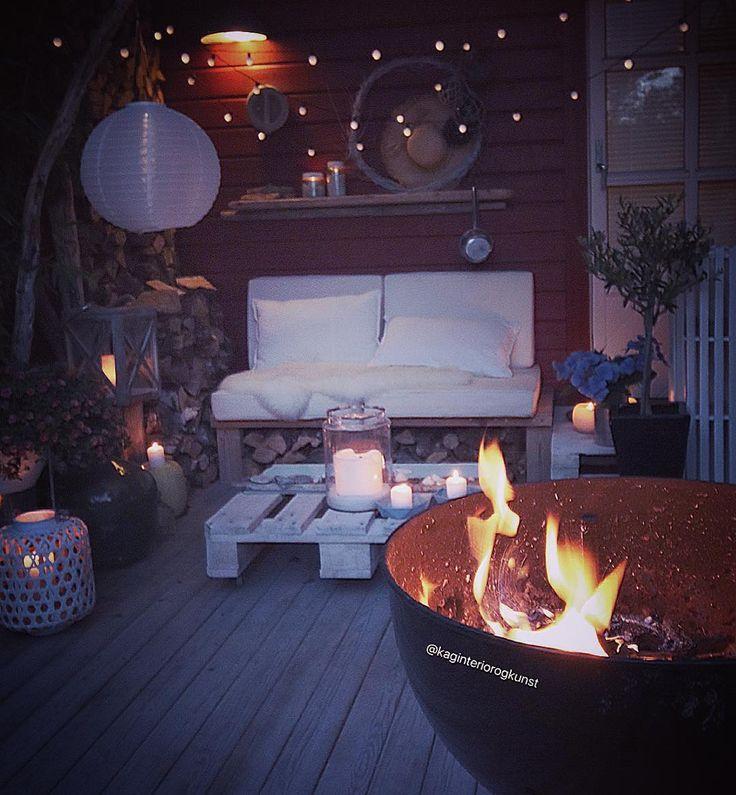 - Fra baksiden på hytta - Trenger ihvertfall ikke noe vedfyring disse dager Men å hive på noen kubber etter grilling om kvelden er kos For noen flotte septemberdager vi har☀️ #mycabin #mybackyard #hytteinspirasjon #diy #dyi #gjenbruk #patio . _________________________________________________________________________#interior4all#home_and_decor1#the_real_houses_of_ig#myinterior#finehjem#4decoration#interiorstyled#interiordesign#interiørmagasinet#thestyleluxe#interior123#putti123#skandina...
